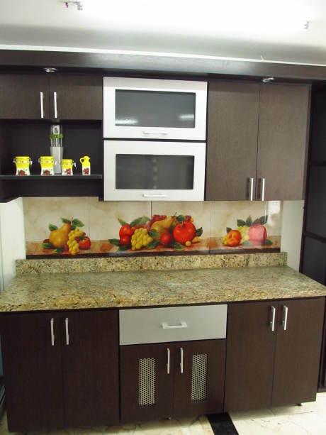 Cocina granito amarillo santa lucia for Enchapes de cocinas modernas