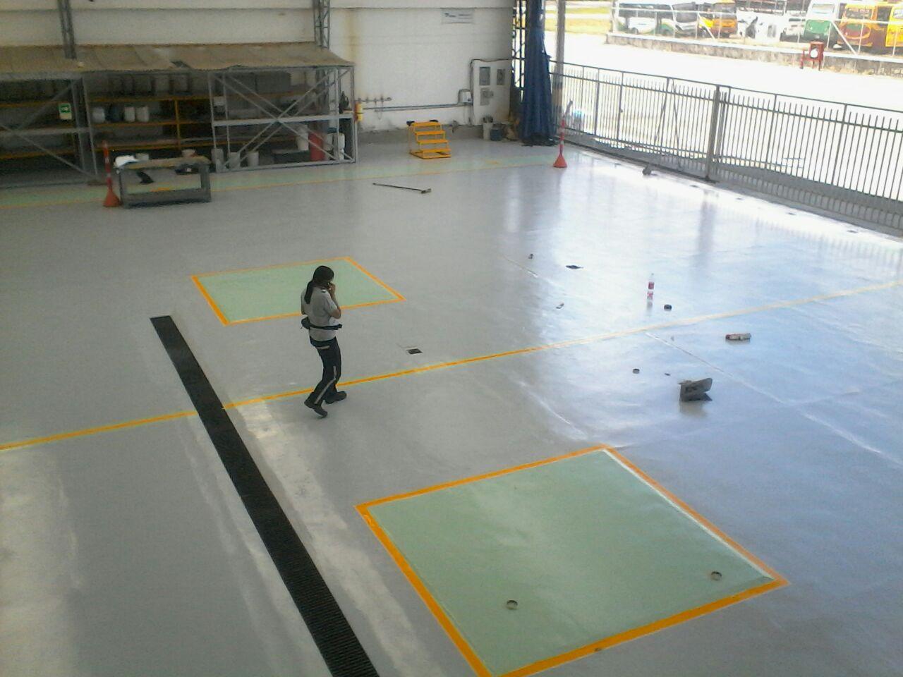 Pisos industriales pintura ep xica para hangar - Aplicacion de microcemento en paredes ...